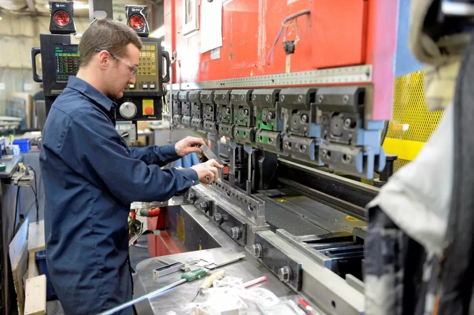 Industries GRC ferme et rouvre pour fabriquer des matériaux nécessaires